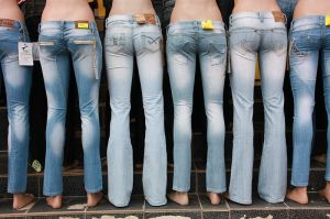Everybody wears jeans, even mannequins. (image via wikimedia)